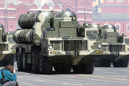 Russian-made S-300 surface-to-air missiles on parade in Moscow's Red Square in 2009. Credit: Wikimedia Commons.