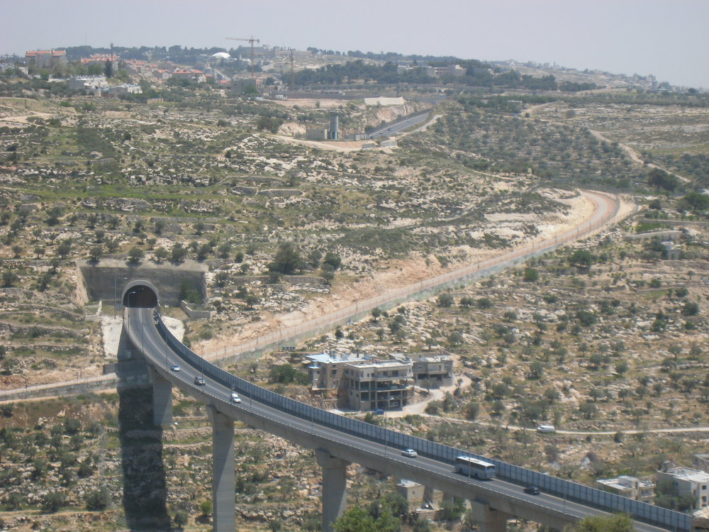 Bridge connecting Israel with Judea and Samaria. Credit: Wikimedia Commons.