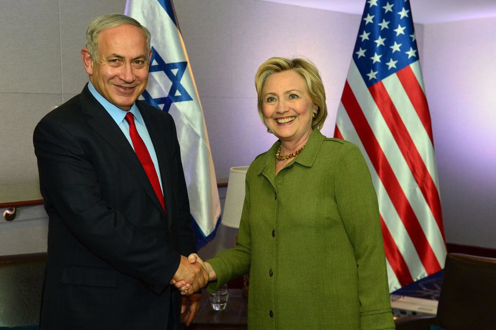 Israeli Prime Minister Benjamin Netanyahu shaking hands with Democratic nominee Hillary Clinton in New York City on Sunday. Credit: Kobi Gideon/GPO.