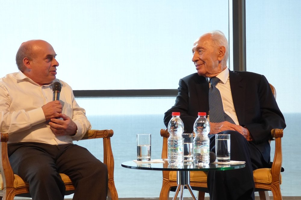 Jewish Agency Chairman Natan Sharansky and ninth President of Israel Shimon Peres in conversation at the Peres Center for Peace in Jaffa, Israel, April 7, 2015. Credit: David Shechter for The Jewish Agency for Israel.