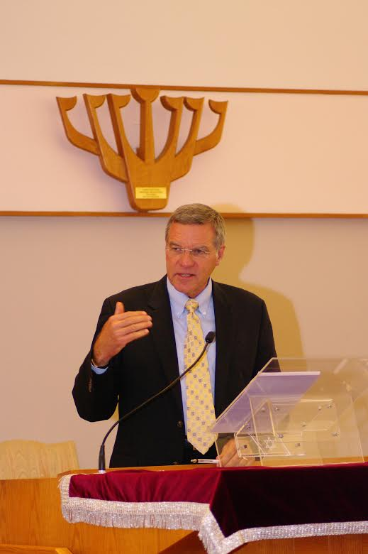 CBN's Chris Mitchell speaking at the Ahavath Torah synagogue in suburban Boston. Credit: Ahavath Torah Congregation.