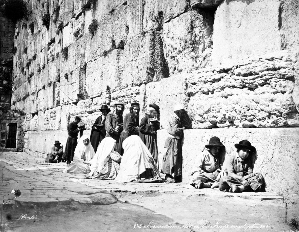 Jewish worshipers at the Western Wall in the 1870s. Credit: Wikimedia Commons.