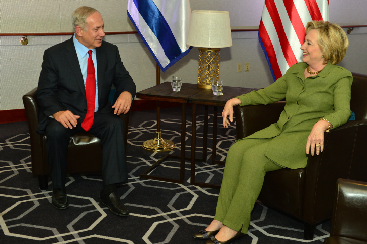 Prime Minister Benjamin Netanyahu speaks with Democratic nominee Hillary Clinton in a meeting in New York Sept. 26. Credit: Kobi Gideon/GPO.