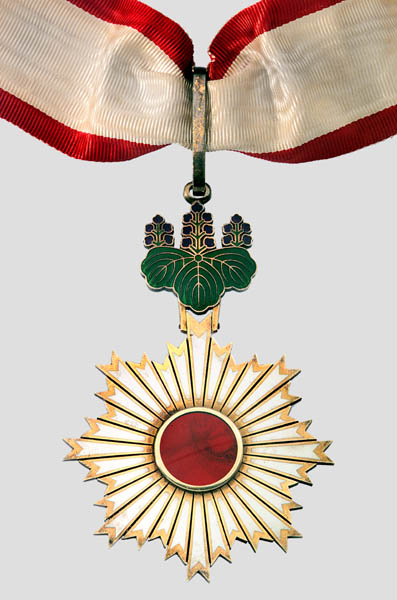 Order of the Rising Sun medal. Credit: Wikimedia Commons.