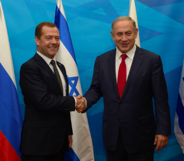 Israeli Prime Minister Benjamin Netanyahu (right) meets with Russian Prime Minister Dmitry Medvedev in Jerusalem. Credit: PM of Israel via Twitter.
