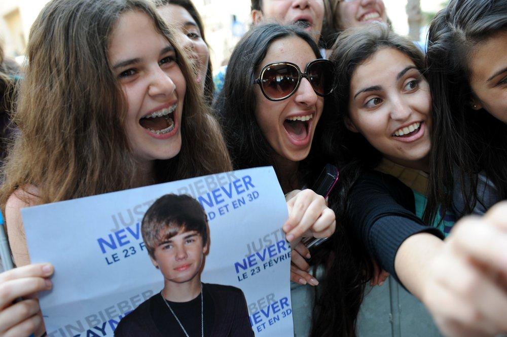 Israeli fans of Justin Bieber gather outside his hotel in Tel Aviv in April 2011, when the Canadian pop star last performed in Israel. Credit: Gili Yaari/Flash90.