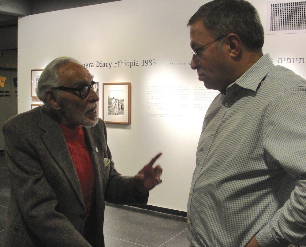 At left, Harold (Smoky) Simon, a South African-born accountant who became chief of air operations of the nascent Israeli Air Force in May 1948,talks with Aryeh Halivni, Toldot Yisrael founder.Credit: Judy Lash Balint.