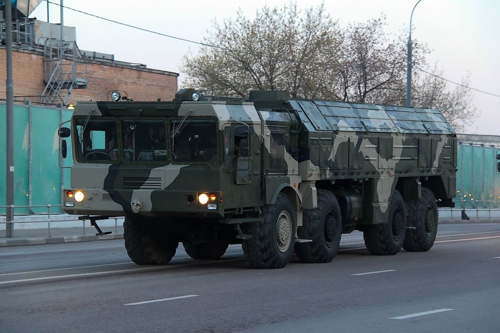A vehicle transports the Russian Iskander-M ballistic missile system. (Illustrative photo.) Credit: Vitaliy Ragulin via Wikimedia Commons.