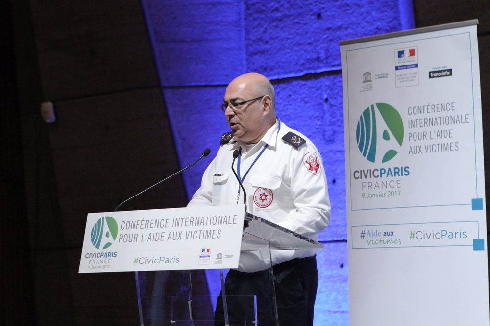 Chaim Rafalowski, Magen David Adom's (MDA) disaster management coordinator, gives a presentation at the recent International Conference for Victims Assistance in Paris. Credit: Courtesy of MDA.