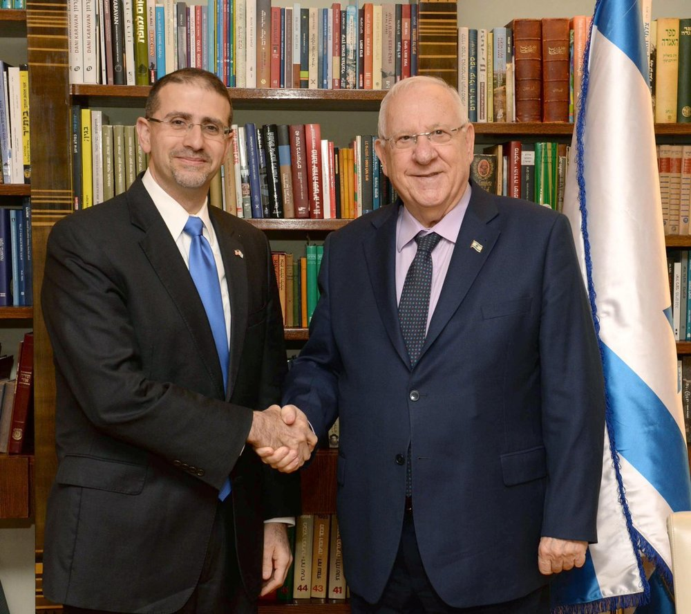 Israeli President Reuven Rivlin (right) with departing U.S. Ambassador to Israel Dan Shapiro. Credit: President Reuven Rivlin via Twitter.