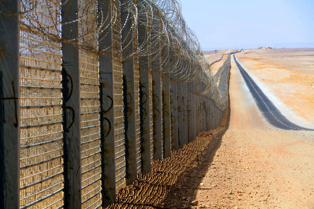 Israel's fence along its border with Egypt. Credit: Idobi via Wikimedia Commons.