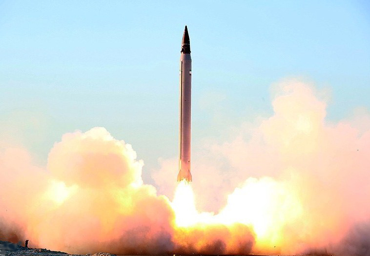 An Iranian test-launch of an Emad ballistic missile in October 2015. Credit: Mohammad Agah via Wikimedia Commons.