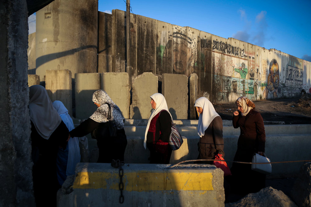Palestinians cross the Kalandia checkpoint June 10, 2016, on their way to Jerusalem's Old City for Friday prayers during Ramadan. Credit: Flash90.