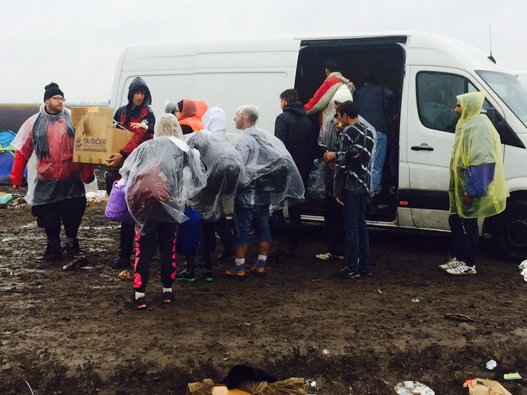 Relief efforts for Syrian refugees near the border with Serbia in Hungary. Credit: JDC.
