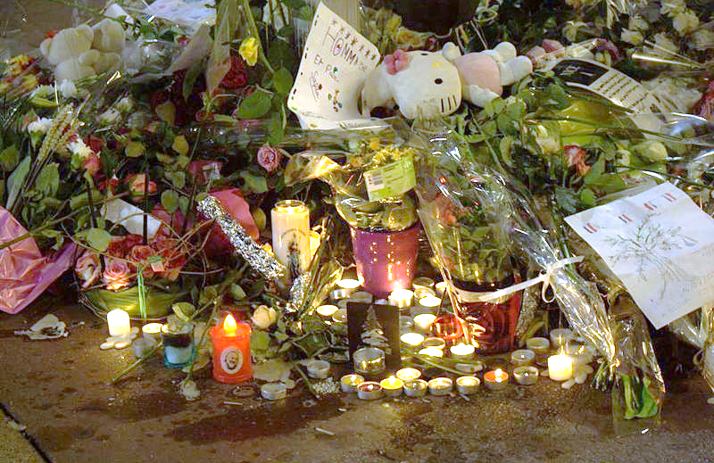 A memorial display for the victims of the July 2016 Islamic State truck attack in Nice, France. Credit: Wikimedia Commons.