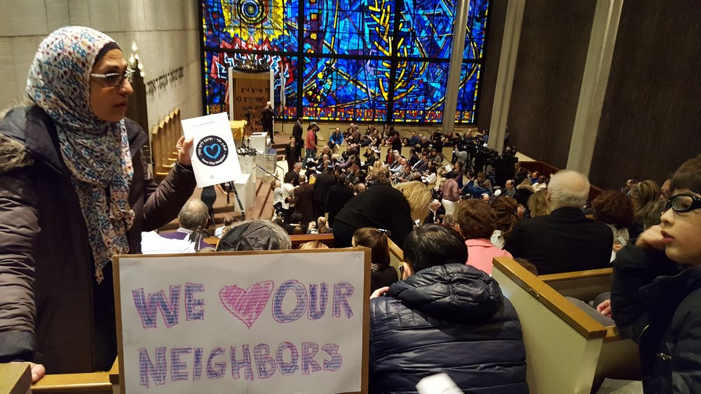 An interfaith rally at the Chicago Loop Synagogue after it was vandalized with swastikas in an anti-Semitic incident Feb. 4, 2017. Credit: Courtesy of the International Fellowship of Christians and Jews.