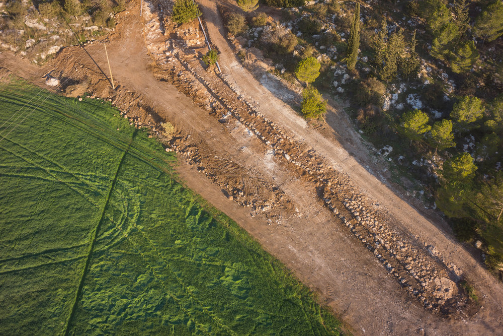 An aerial view of the Roman-era road that Israeli archaeologists recently discovered near the city of Beit Shemesh. Credit: Griffin Aerial Photography Company/Israel Antiquities Authority.