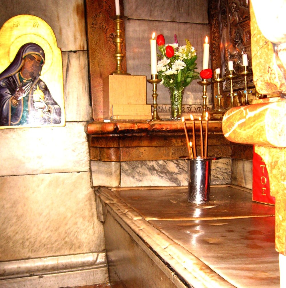 The pre-restoration Edicule shrine at Jerusalem's Church of the Holy Sepulchre is pictured in 2008. Credit: Wikimedia Commons.
