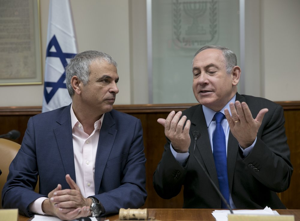 Israeli Prime Minister Benjamin Netanyahu (left) with Finance Minister Moshe Kahlon during a cabinet meeting in Jerusalem Feb. 19, 2017. Netanyahu and Kahlon now find themselves in a spat over public broadcasting. Credit: Olivier Fitoussi/POOL/Flash90.