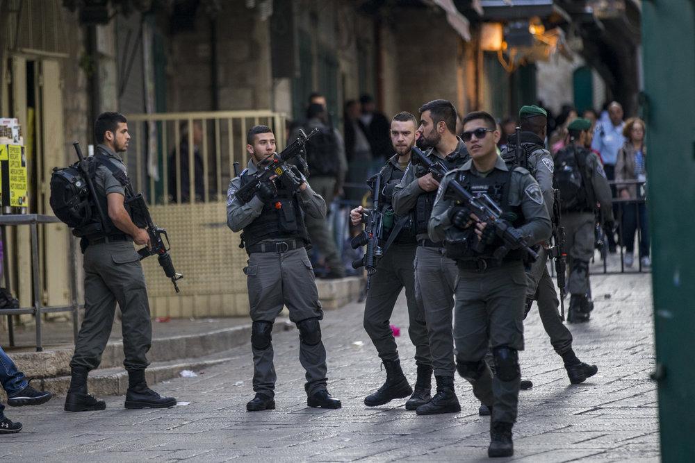 Israeli security forces in Jerusalem's Old City following a Palestinian stabbing terror attack April 1, 2017. Credit: Yonatan Sindel/Flash90.