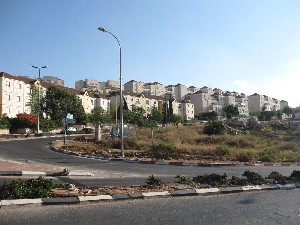 A neighborhood in Ariel, a city in Samaria. Credit: Ori via Wikimedia Commons.