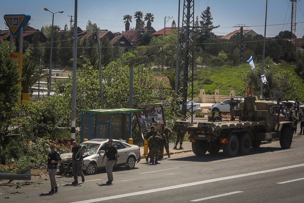 Israeli soldiers and police inspect the scene of Palestinian terrorist Malek Ahmad Mousa Hamed's car-ramming attack April 6, 2017. Credit: Flash90.