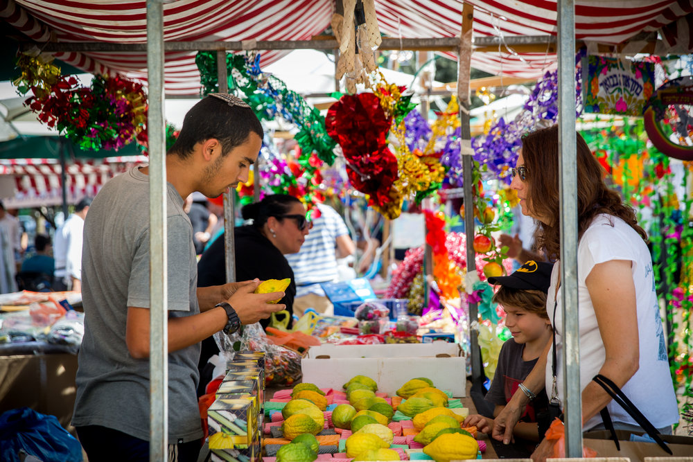 A market in Tel Aviv, Oct. 14, 2016. Credit: Miriam Alster/Flash90.