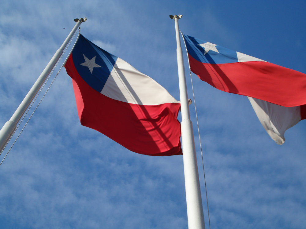Chilean flags. Credit: Ricardo Martins via Wikimedia Commons.