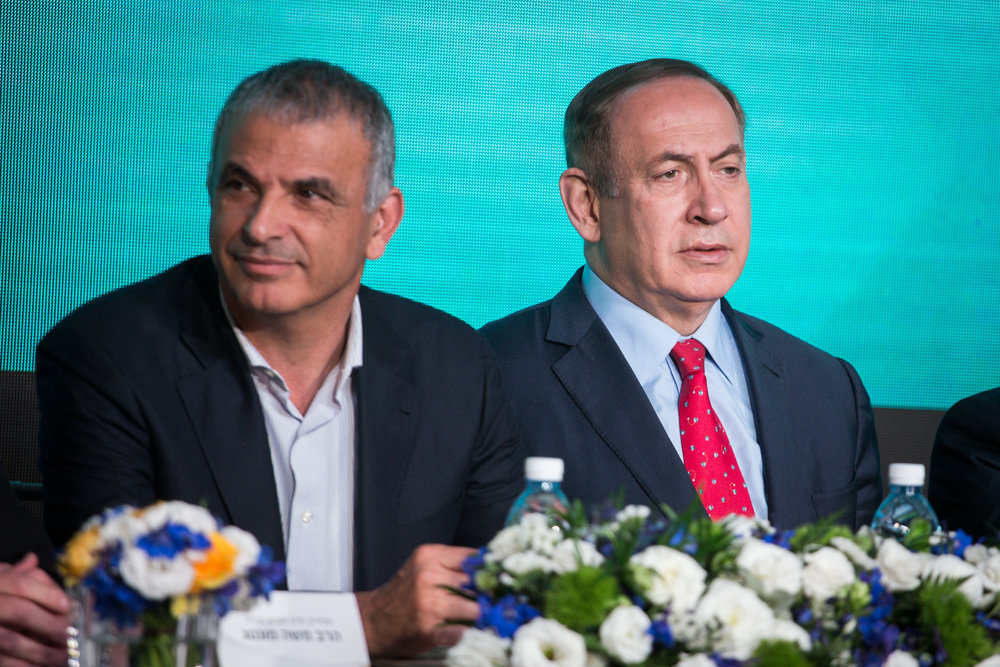Israeli Finance Minister Moshe Kahlon (left) and Prime Minister Benjamin Netanyahu at a signing ceremony for an agreement to build thousands of new apartments in the Ramat Beit Shemesh neighborhood April 3, 2017. Credit: Hadas Parush/Flash90.