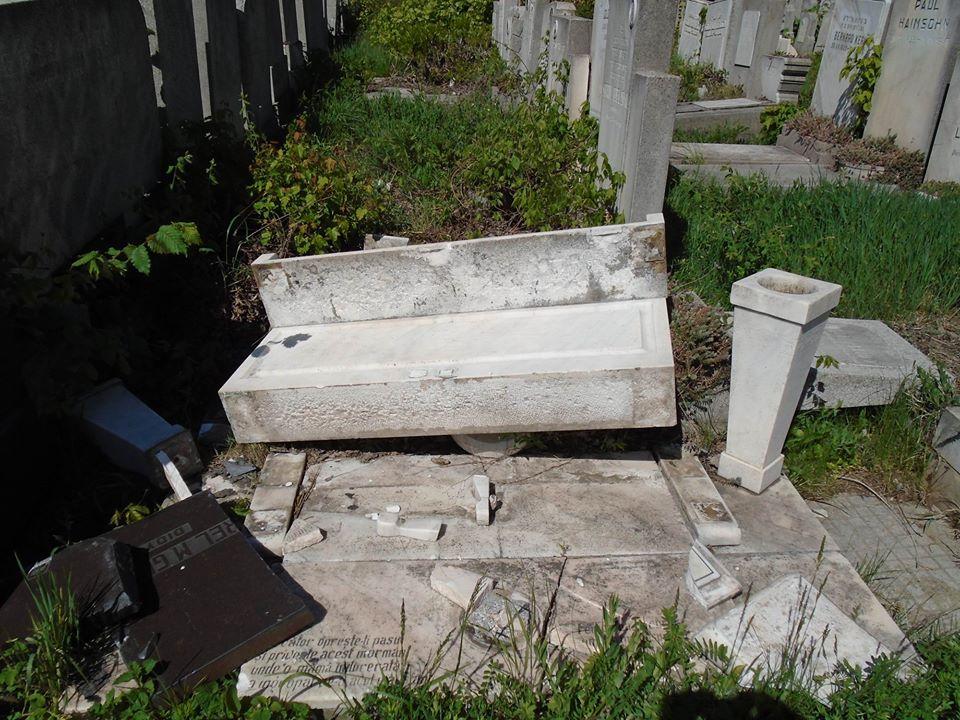 The vandalized Jewish tombstones in Bucharest, Romania. Credit:Aurel Vainer via Facebook.