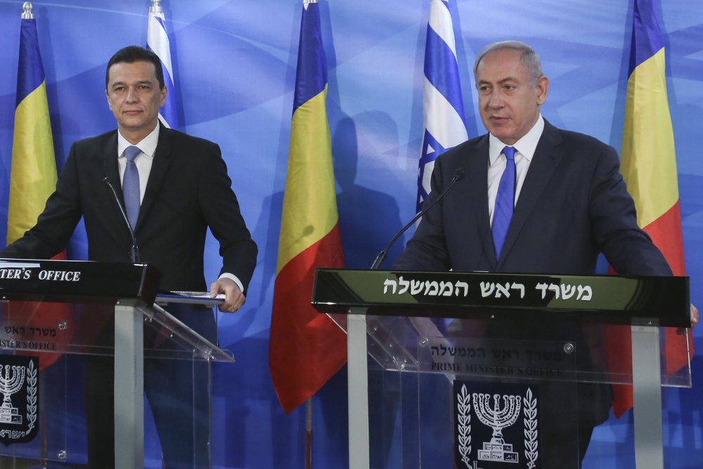 Israeli Prime Minister Benjamin Netanyahu (right) holds a joint press conference with Romanian Prime Minister of Romania Sorin Grindeanu in Jerusalem, May 4, 2017. Credit: Marc Israel Sellem/Pool/Flash90.