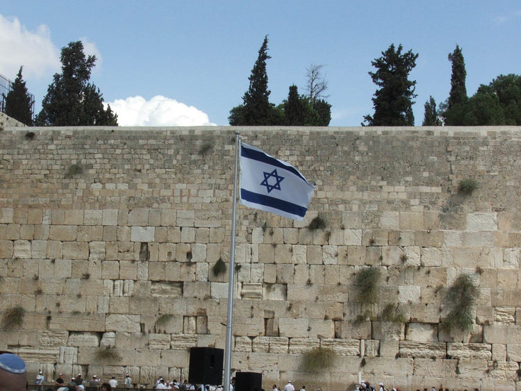 The Israeli flag at the Western Wall. Credit: Hynek Moravec via Wikimedia Commons.