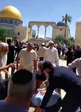 A screenshot of video footage of Wednesday's clashes on the Temple Mount. Credit: Facebook.