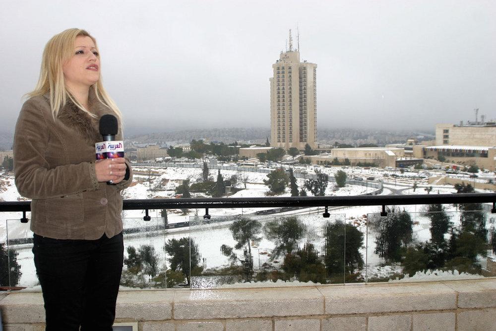 Rima Mustafa, a reporter for the Saudi-owned Arabic-language television news channel Al Arabiya, in Jerusalem. Credit: Oren Rosenfeld via Wikimedia Commons.