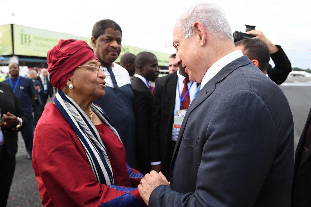 Liberian President Ellen Johnson-Sirleaf (left) greets Israeli Prime Minister Benjamin Netanyahu upon Netanyahu's arrival in Liberia Sunday. Credit:Kobi Gideon/GPO.