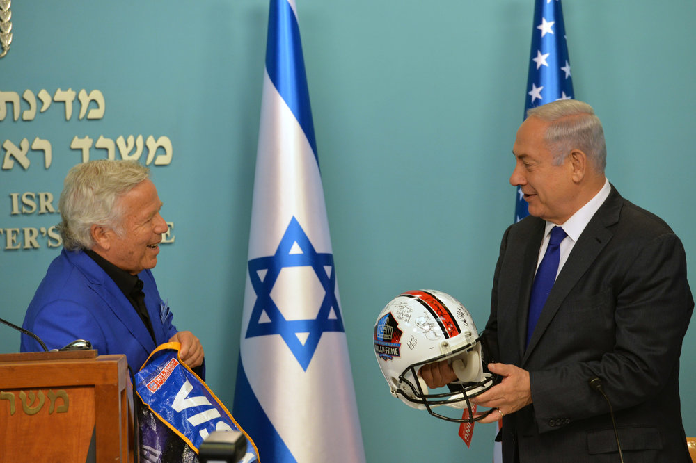 New England Patriots owner Robert Kraft meets with Israeli Prime Minister Benjamin Netanyahu. Credit: Kobi Gideon/GPO.