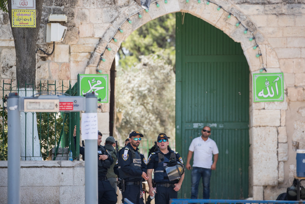 Israeli security officers stand near a newly installed metal detector (left) at one of the entrance gates to the Temple Mount in Jerusalem, July 17, 2017. Credit: Yonatan Sindel/Flash90.