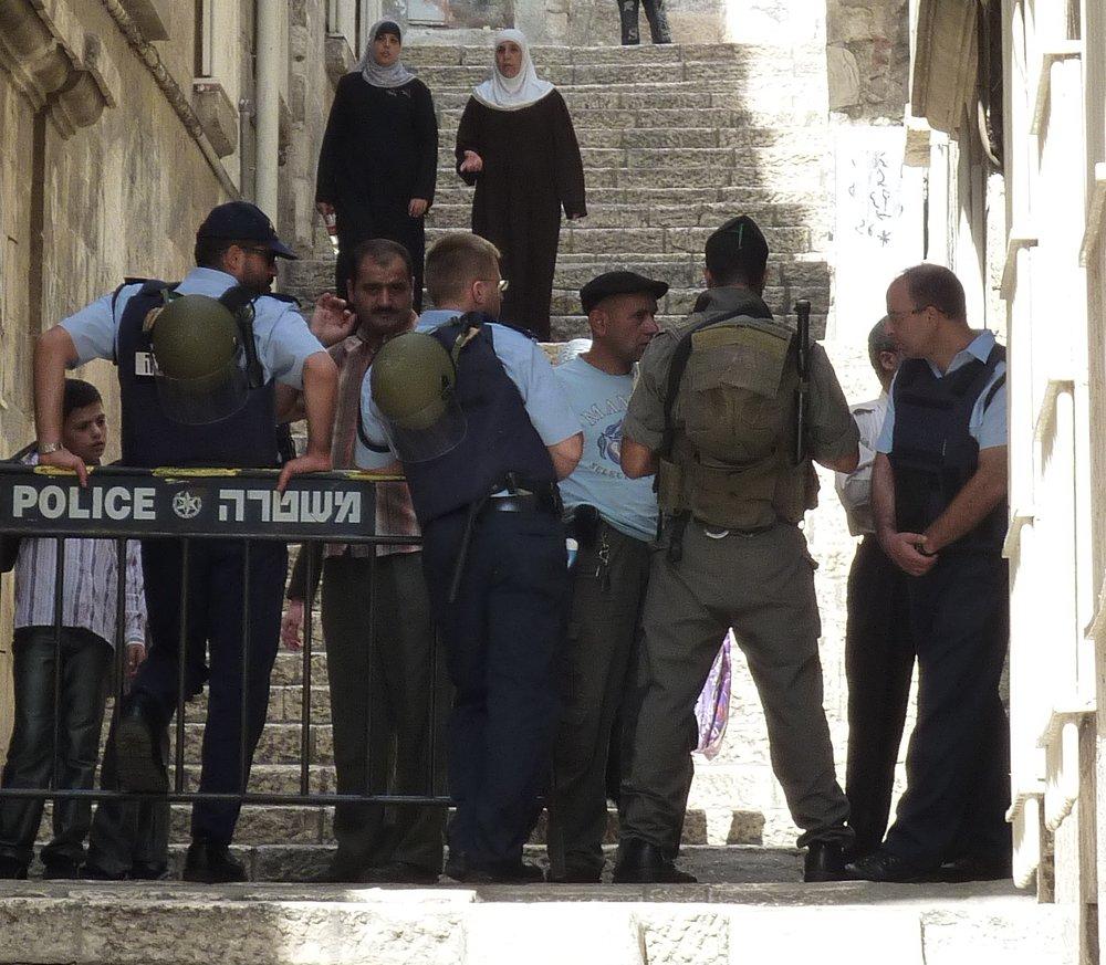Israeli police in Jerusalem's Old City. Credit: DYKT Mohigan via Wikimedia Commons.