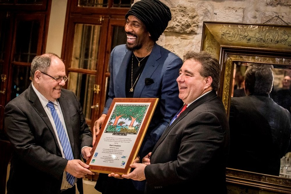 Amar'e Stoudemire (center) receives the Martin Luther King Jr. Award from Consul General of Israel in New York Dani Dayan (left) and Jewish National Fund CEO Russell Robinson in February 2017. Credit: Courtesy of Jewish National Fund.
