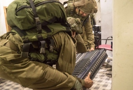 IDF troops confiscate a radio station's equipment. (Illustrative.) Credit: IDF Spokesperson's Unit.