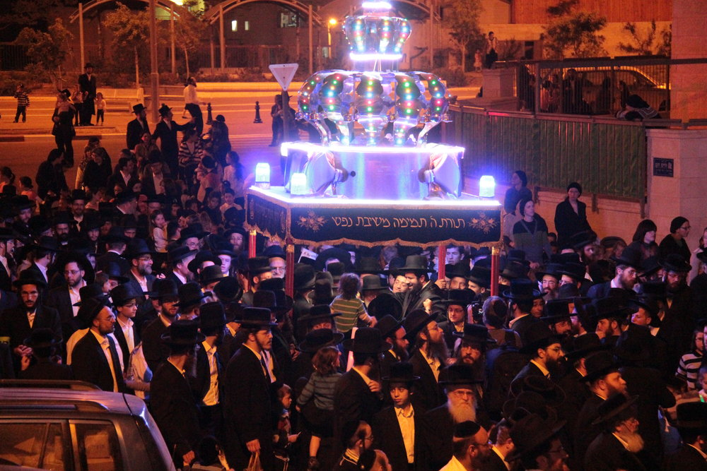 A procession marking the arrival of a new Torah scroll in the haredi-majority city of Beitar Illit in Judea and Samaria. Credit: Wikimedia Commons.