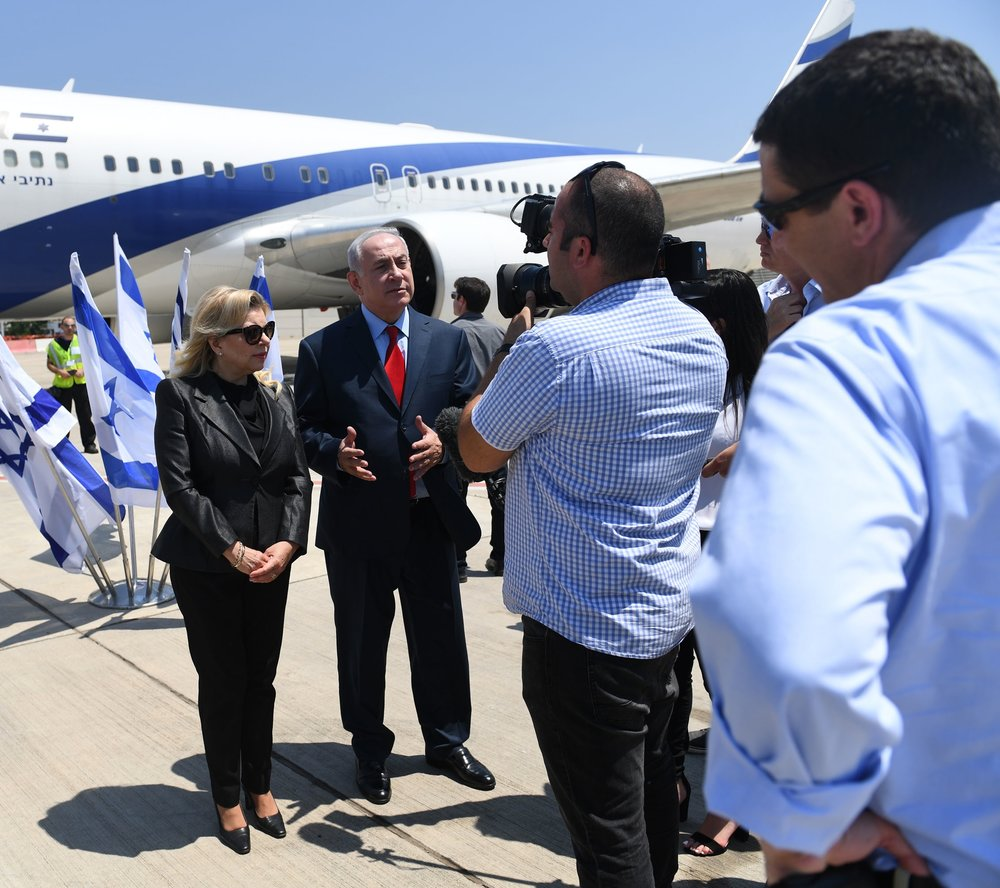 Israeli Prime Minister Benjamin Netanyahu, alongside his wife Sara, gives remarks before boarding a plane June 30, 2017. Credit: Kobi Gideon/GPO.