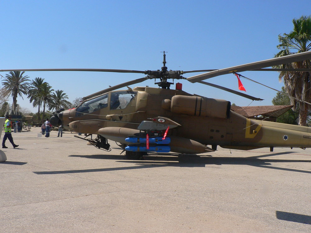 An Israeli Air Force Apache helicopter. (Illustrative.) Credit: MathKnight via Wikimedia Commons.