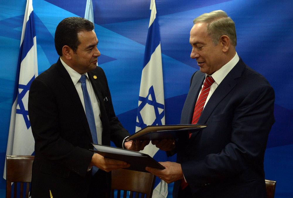 Israeli Prime Minister Benjamin Netanyahu with Guatemalan President Jimmy Morales in Jerusalem in November 2016.Credit: Flickr.