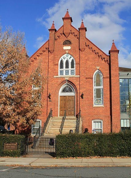 Charlottesville's Congregation Beth Israel, where congregants recently left through the back door as three white supremacists with semi-automatic weapons stood across from the synagogue. Credit: Pinterest.