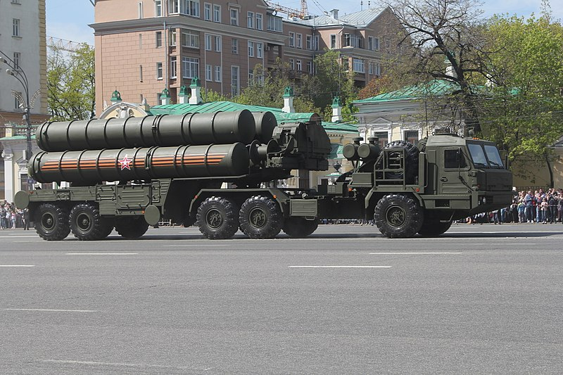 An S-400 system launch vehicle. Credit: Wikimedia Commons.