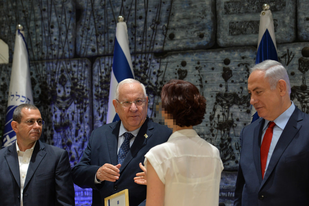 Israeli leaders, including Prime Minister Benjamin Netanyahu (right), present certificates of excellence to the officers of the Shin Bet security agency in July 2017. Credit: Kobi Gideon/GPO.