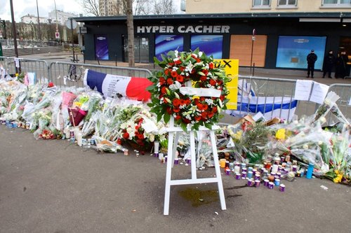 A wreath left outside the Hyper Cacher kosher supermarket in Paris in Jan. 2015, to pay homage to the Jewish victims of that Islamist terror attack. Credit: U.S. State Dept.