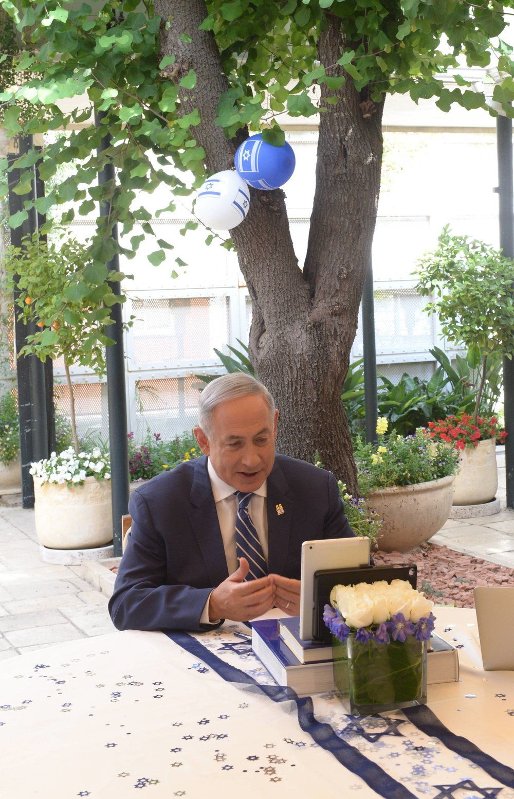 Israeli Prime Minister Benjamin Netanyahu answers questions on Twitter live at the prime minister's residence in Jerusalem,May 12, 2016. Credit: Amos Ben Gershom/GPO.