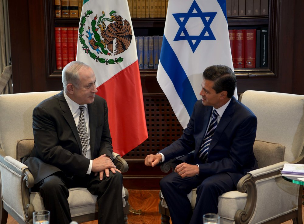 Israeli Prime Minister Benjamin Netanyahu with Mexican President Enrique Pena Nieto in Mexico City, Sept. 14. Credit: Avi Ohayon/GPO.